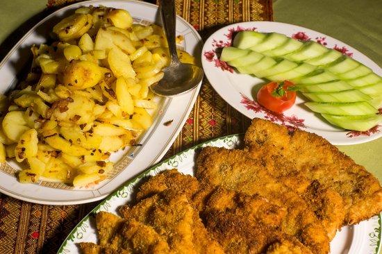 Baitong Homestay: German food