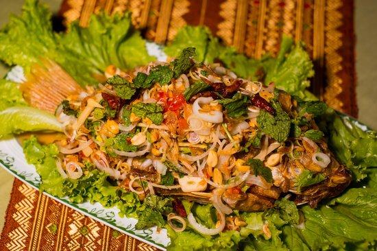 Baitong Homestay: Fish with Thai herbs