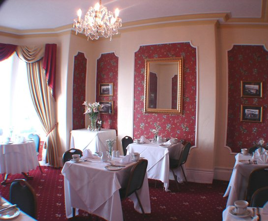 Stratford House Luxury B&B: Sea facing dining room (no sharing tables)