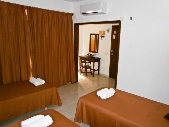 Hotel Galera : Escritorio habitacion 3 pax