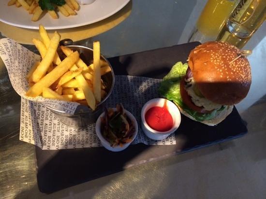 All Bar One Waterloo: Burger :-)