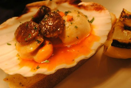 The Queens: Pan Fried Scallops with Cumbrian Chorizo & Homemade Bread