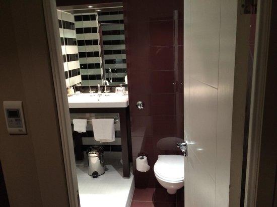 Dakota Nottingham: Bathroom
