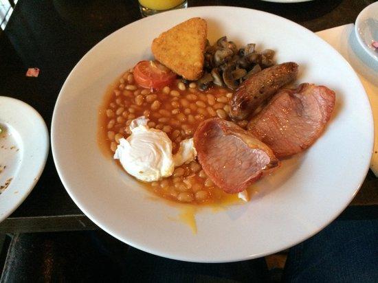 Dakota Nottingham: Breakfast at the hotel