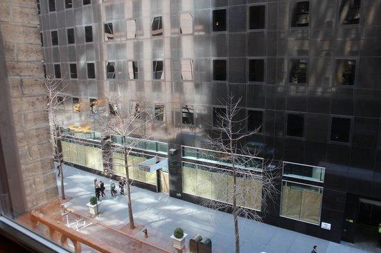 Hotel St. James : Vista desde la habitación a la calle 45