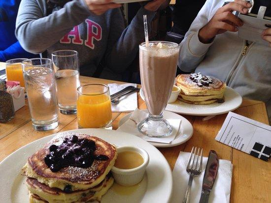 Clinton St. Baking Company & Restaurant : breakfast!