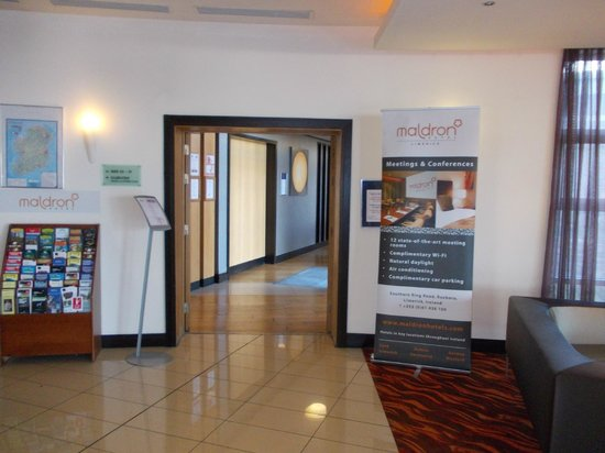 Maldron Hotel Limerick: Reception area