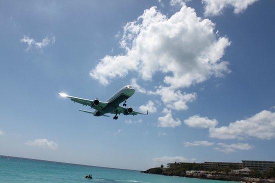 Bernard's Tours: Maho beach / Sunset Bar St. Maarten
