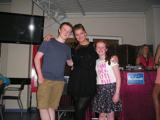 Hotel Villamarina Club: RJP Entertainment star Danielle and two lovely children at Villamarina Club, Salou