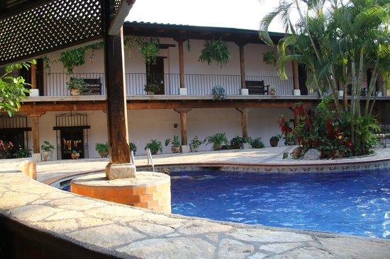 Hotel Marina Copan: un des bâtiments et la piscine