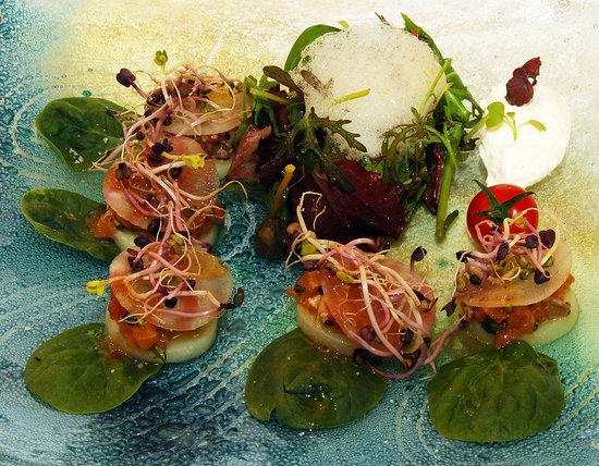 Auberge du Teillon : Salade mesclun, saumon mariné, crème de raifort