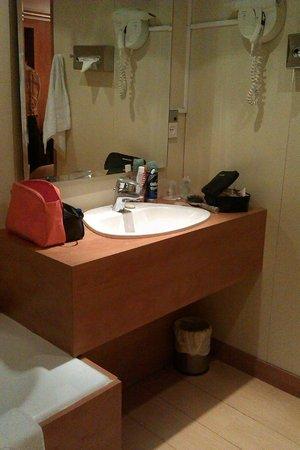Best Western Hotel Ronceray Opera : Bathroom