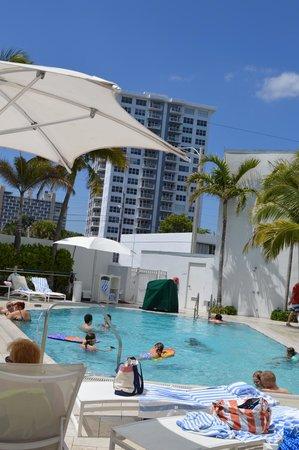 Sonesta Fort Lauderdale Beach : Pool area