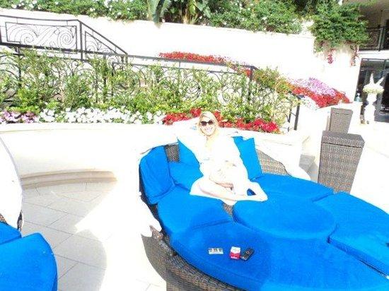 Beverly Hills Plaza Hotel: área da piscina