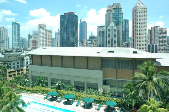 New World Makati Hotel: View from the room to the pool and Makati