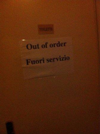 Hotel alla Salute: La habitación no tenía baño y el baño del piso estaba clausurado
