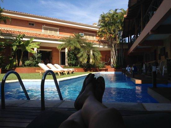 Villa Floreal: A direita ficam os quartos e a esquerda a sede.