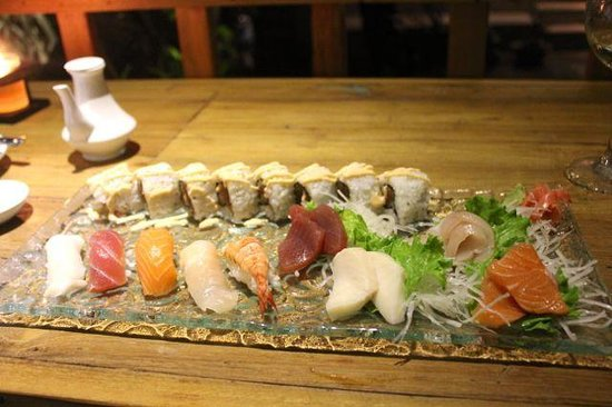 TORO Sushi: Sushi-sashimi combo.