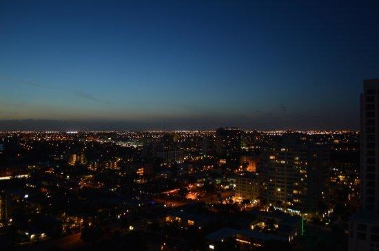 Hilton Fort Lauderdale Beach Resort: Night time view