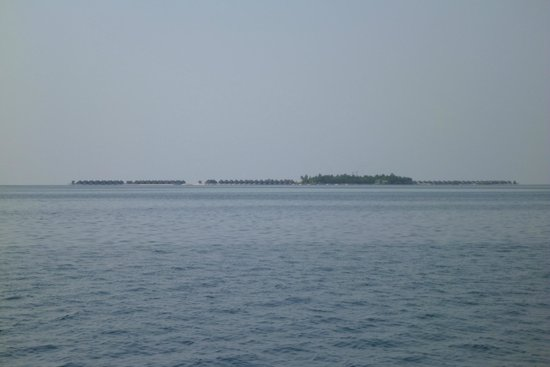 Constance Moofushi : View of the Island from a Boat