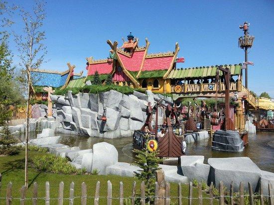 PlopsaLand De Panne: Chouette parc pour venir en famille car attractions adaptées essentiellement aux enfants jusque