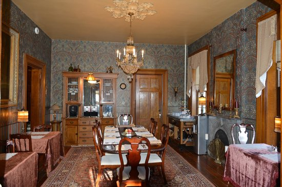 Victorian Mansion: Dining room