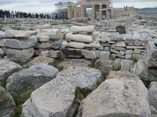 Acropole : Parthenon stone graveyard...part of the painstaking restoration