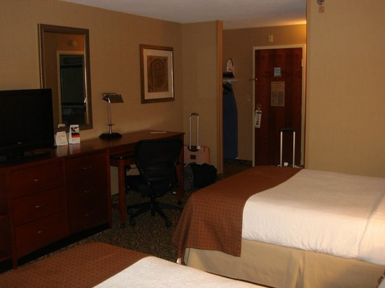 Holiday Inn National Airport / Crystal City : Adequate Furnishings