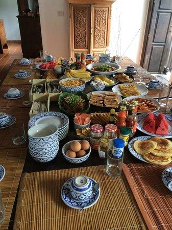 Kaleane Villas: Breakfast for 13
