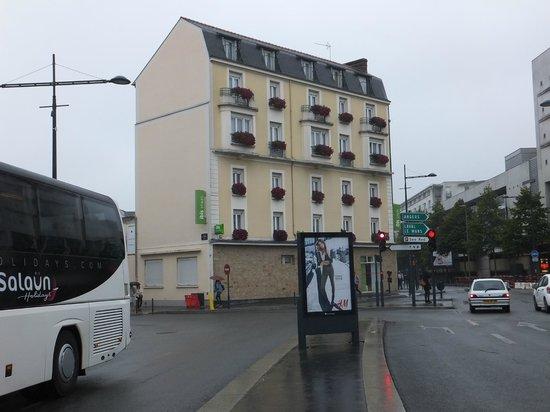 Hotel Ibis Styles Rennes Centre Gare Nord : 駅前の綺麗なホテル