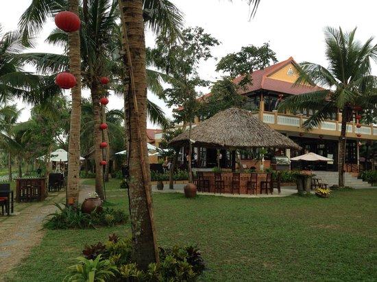Vinh Hung Riverside Resort: Tiki Bar & Restaurant