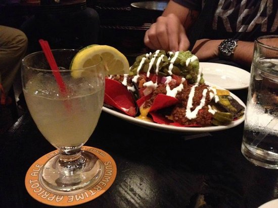 Heartland Brewery - Union Sq. : White Sangria e Nachos
