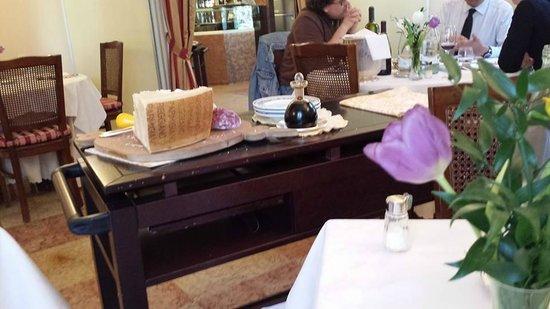 La Quercia di Rosa: antipasto di parmigiano reggiano,aceto balsamico e salumi