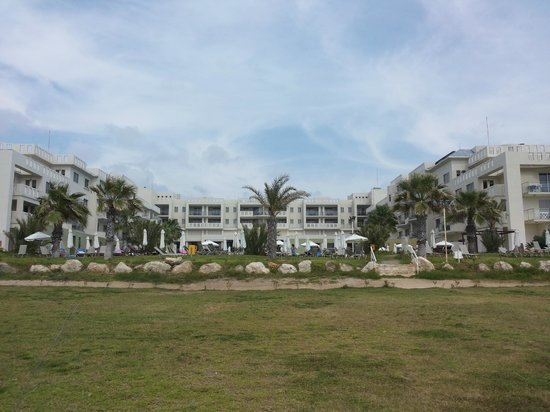Capital Coast Resort & Spa: The view of the hotel from the beach