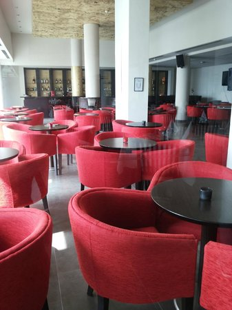 Capital Coast Resort & Spa: The bar