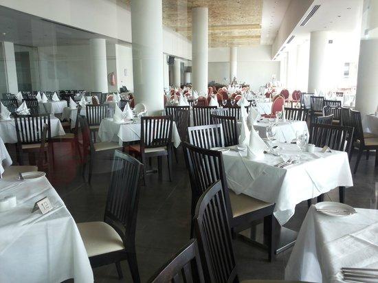 Capital Coast Resort & Spa: Breakfast / Dining area