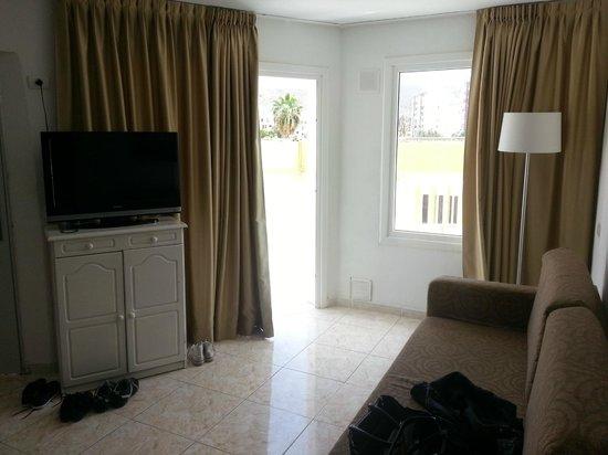 Checkin Bungalows Atlantida: Vardagsrum 3 rumslägenhet