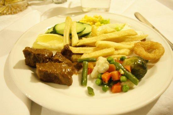 Checkin Bungalows Atlantida: Typisk middag