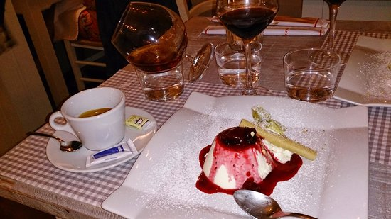 Osteria L'Oca Giuliva : Panna cotta with an innovatively served brandy