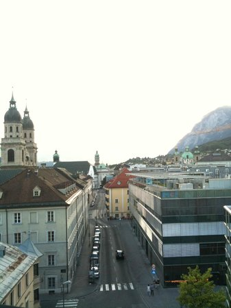 Hotel Schwarzer Adler: Вид на Universitätsstraße