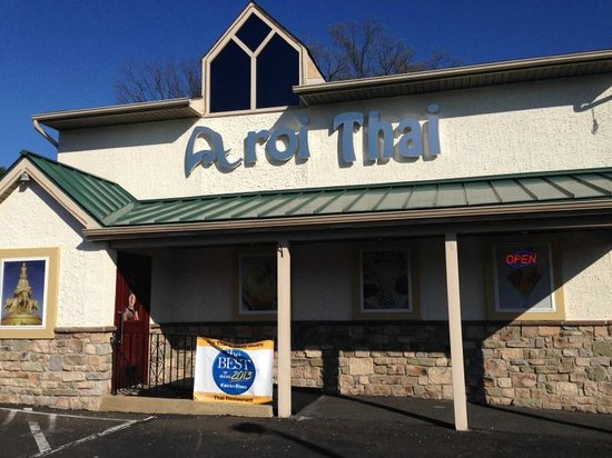 Aroi Thai & Asian Bistro: Aroi Thai before dark