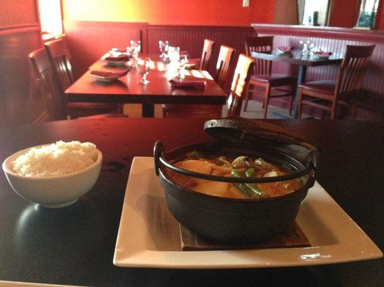 Aroi Thai & Asian Bistro: Coconut curry seafood- YUM!