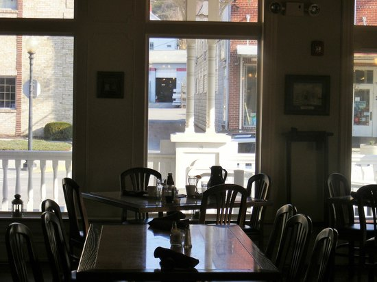 The Union Hotel: Dining Room looking out