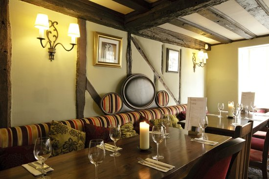 The Bell Hotel & Inn: very cosy restaurant !