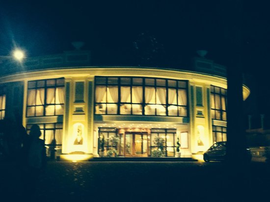Grand Hotel la Pace: Outside view at night