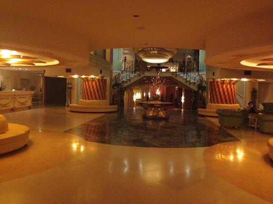 Grand Hotel la Pace: Inside lobby