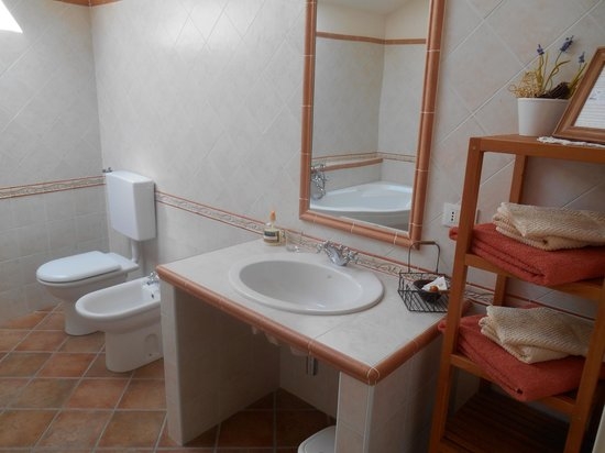 Lavabo in muratura picture of le antiche volte bed breakfast montalenghe tripadvisor for Lavabo bagno in muratura