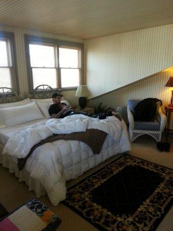 Morning Glory Inn : King size bed