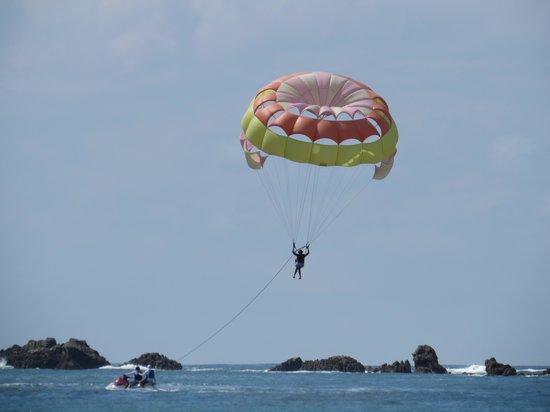 Aguas Azules Parasailing & Watersports Tours: Nice, soft water landing.