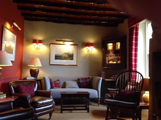 The Rose & Crown: the residents lounge where we had our cream tea